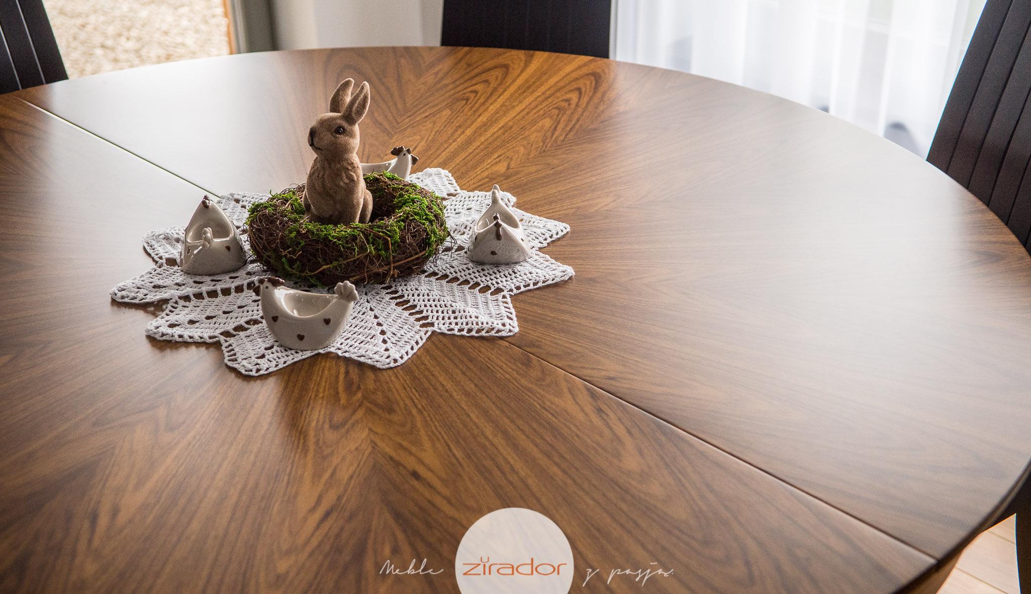 okrągły rozkładany stół drewniany