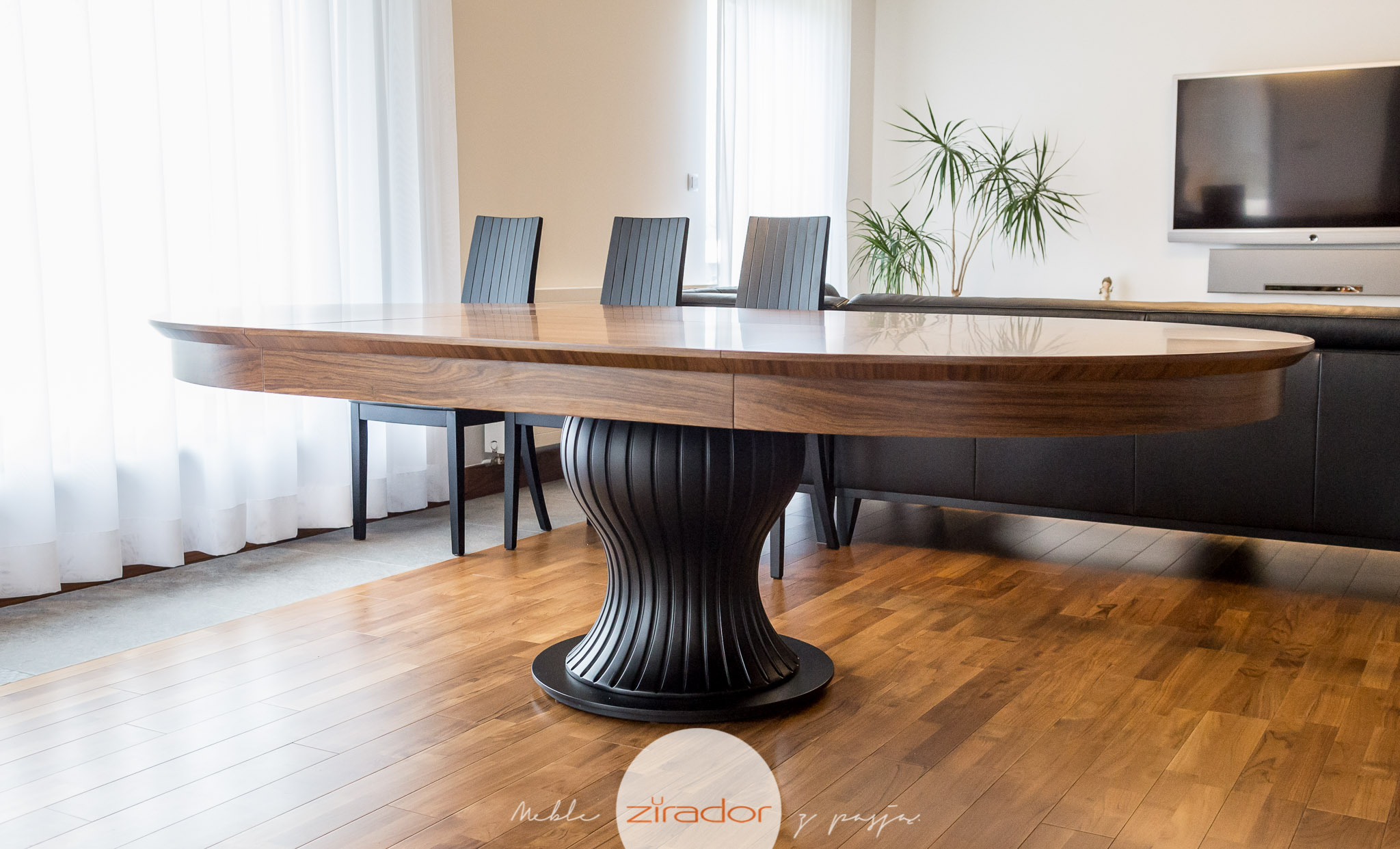 stylowy rozkładany stół drewniany